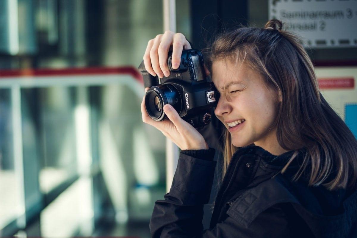 Melanie an der Kamera - Schulung